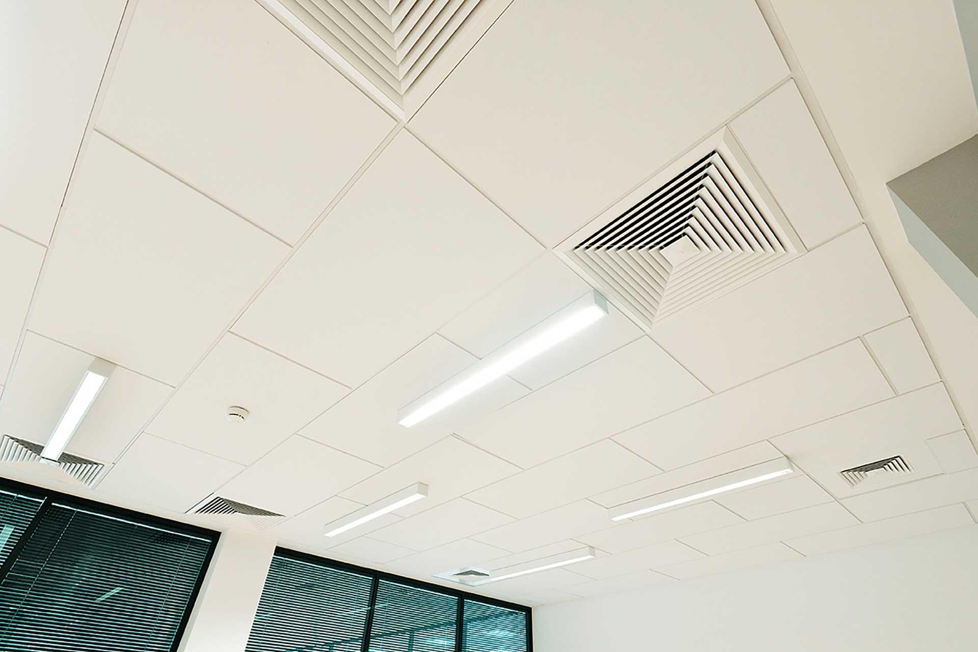 Plafonds suspendus démontables dalles métalliques bac démontable