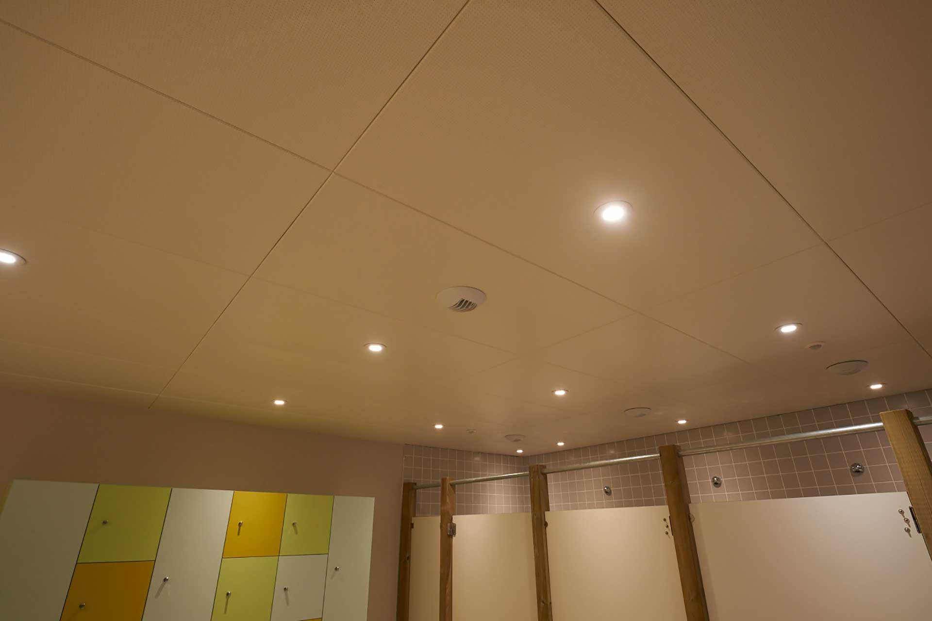 Plafonds suspendus démontables dalles métalliques dalles ossature cachée