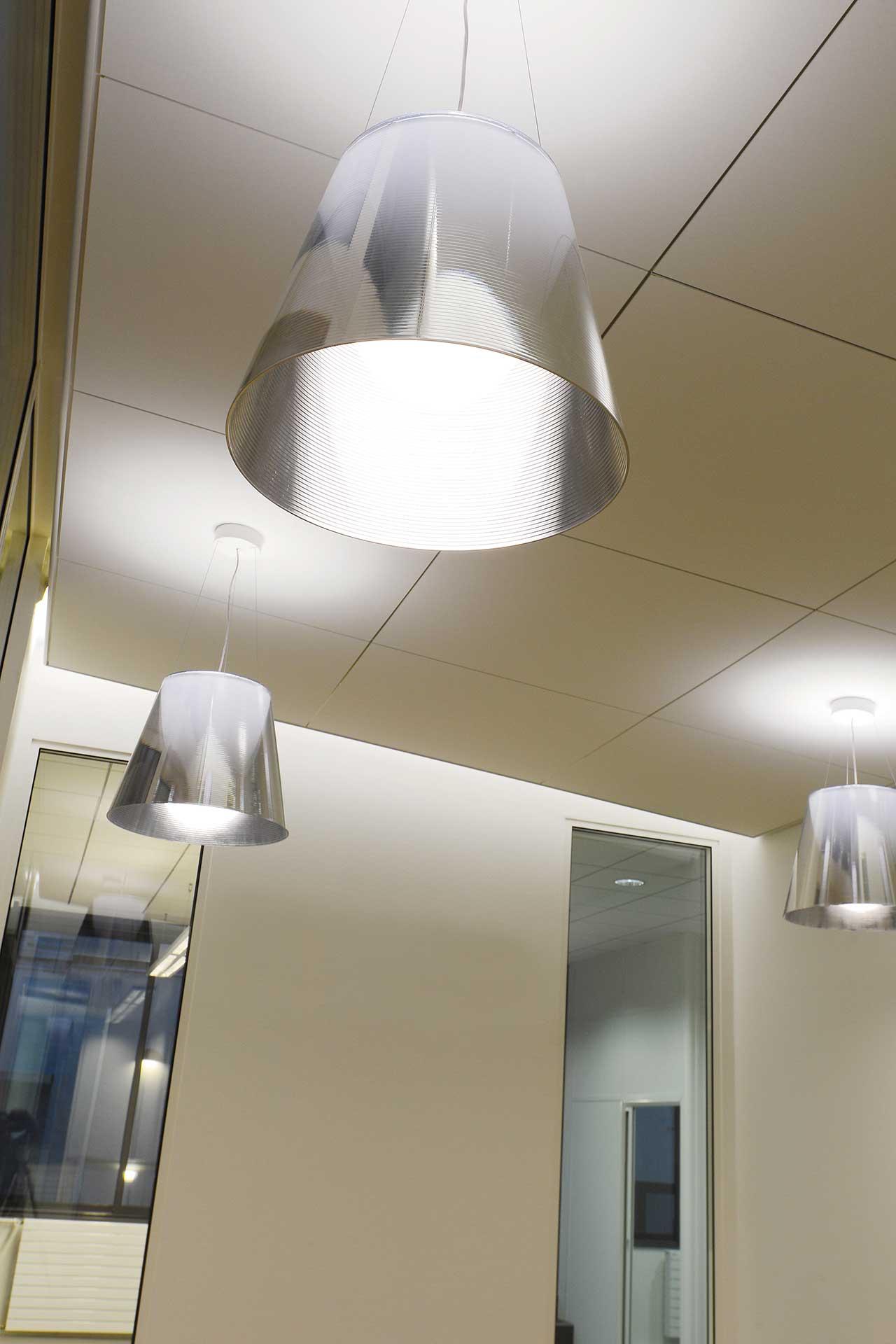 Plafonds suspendus démontables dalles phoniques 1200x1200