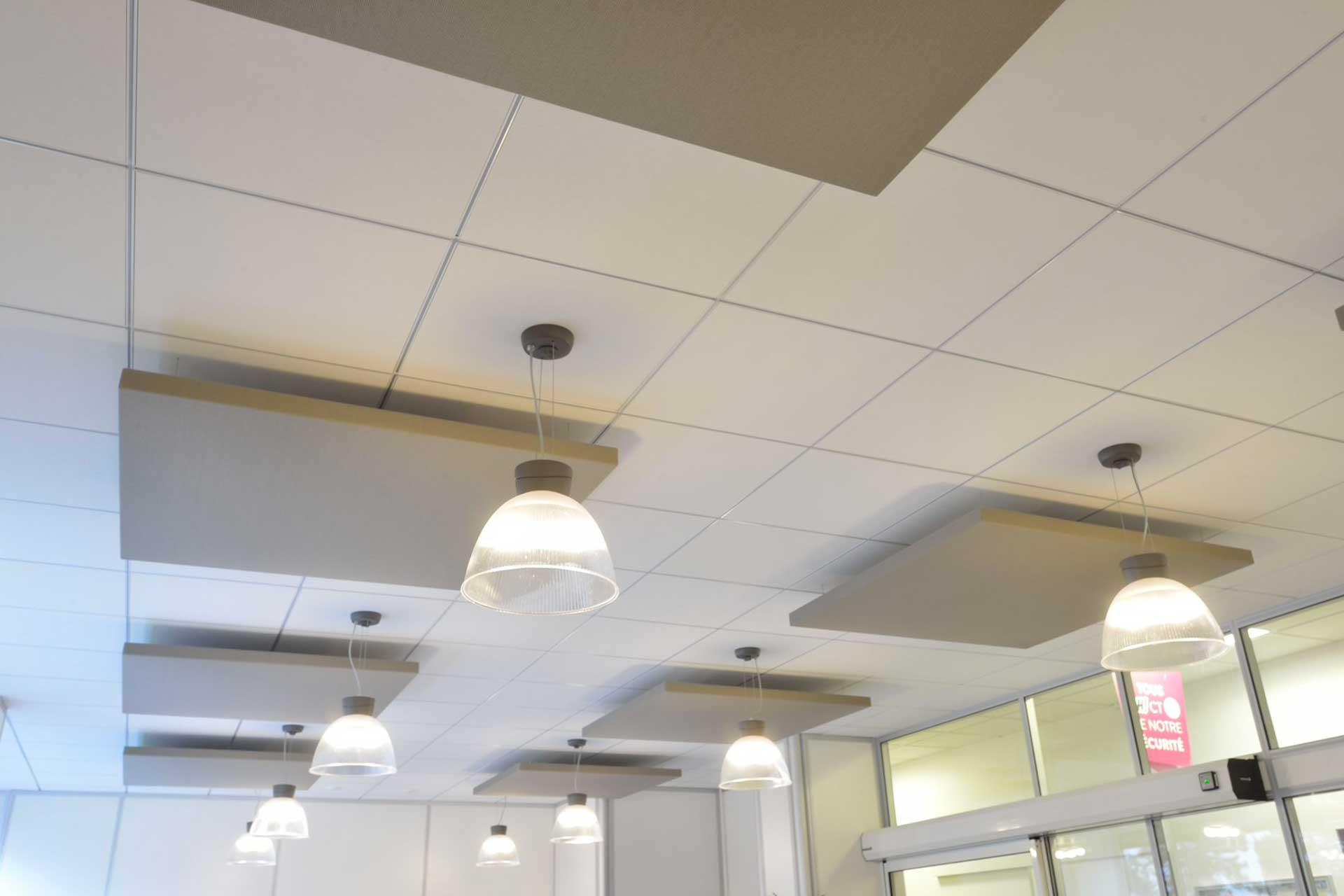 Plafonds suspendus démontables dalles phoniques ossature joints creux
