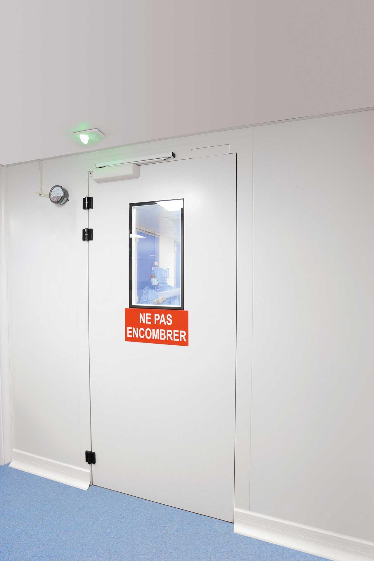 Salles propres bloc porte ouvrant vitrée