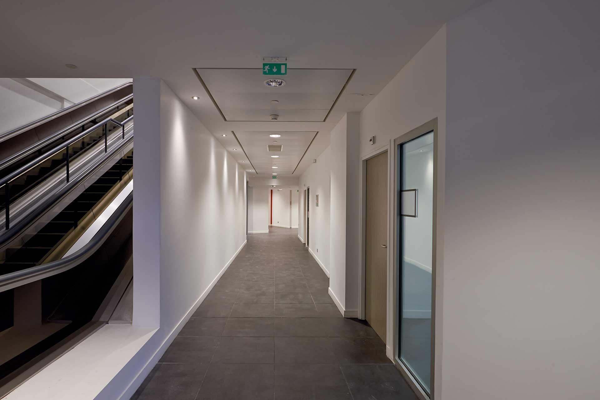 Plafonds suspendus démontables dalles métalliques bac pivotant