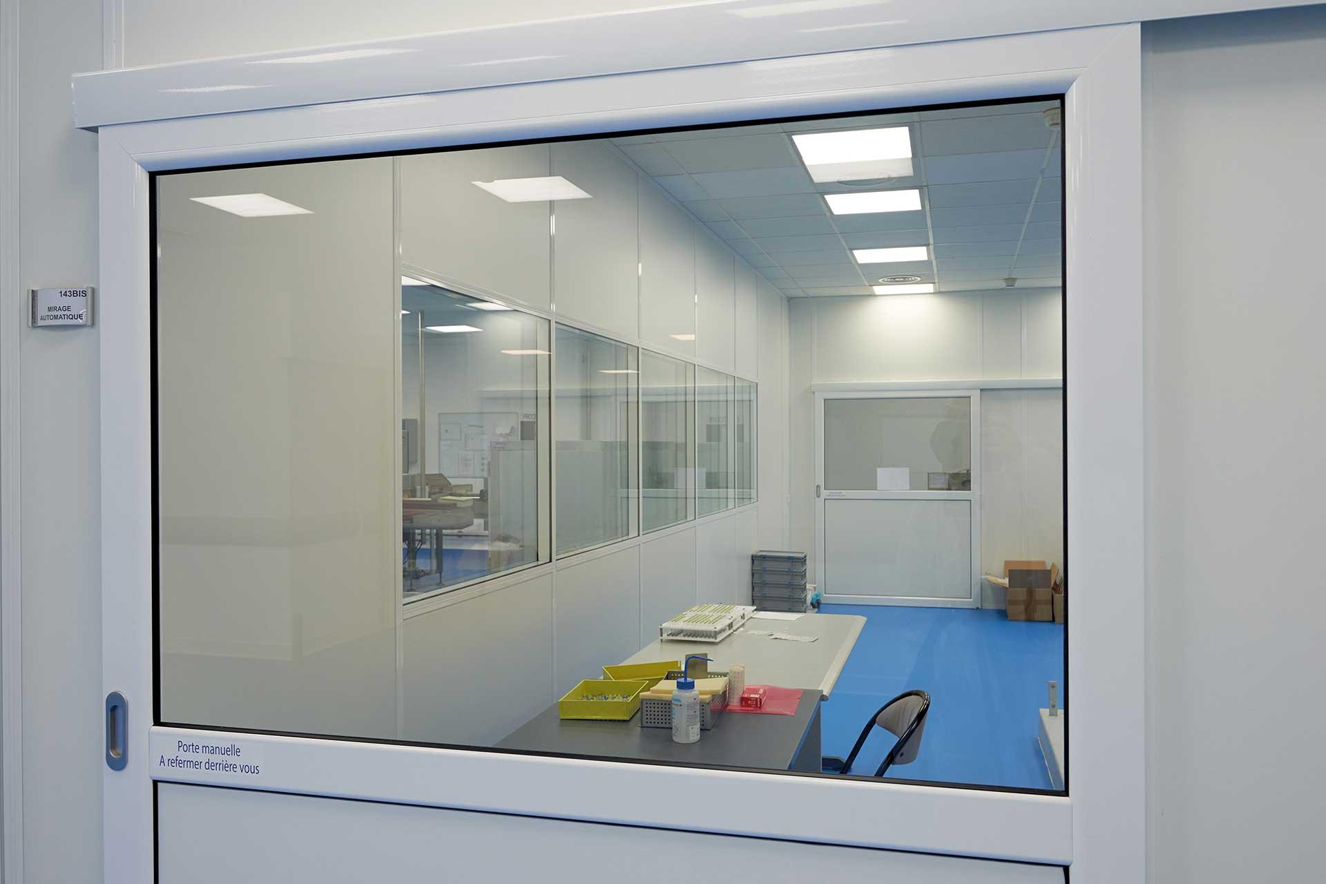 Salles propres bloc porte coulissant vitrée